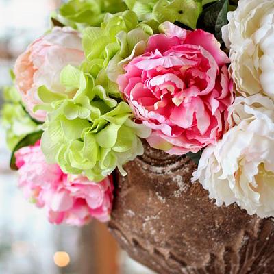 centro de flores de peonias